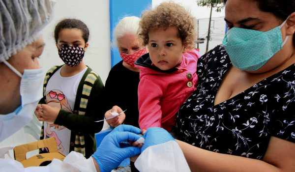 Parceria possibilita mais de 2.000 testes gratuitos para famílias em situação de vulnerabilidade